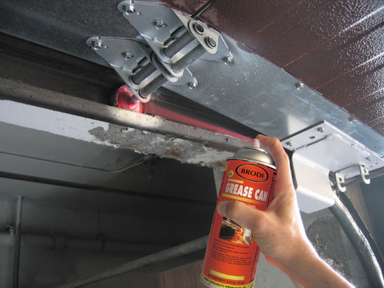 Garage door penetrating red lithium grease aerosol