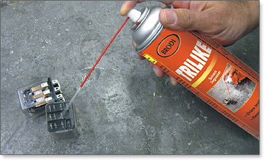 A residue free, fast drying, high power spray that dissolves grease, light oils and rinses away other contaminants